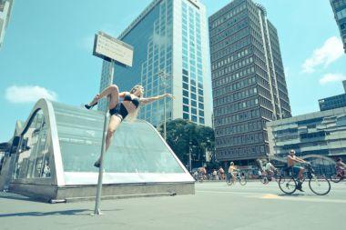 pole-dance-in-sao-paulo-avenue-4__880