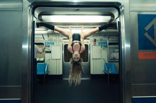 pole-dance-in-sao-paulo-avenue-6__880