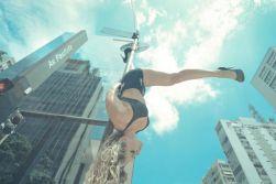 pole-dance-in-sao-paulo-avenue__880